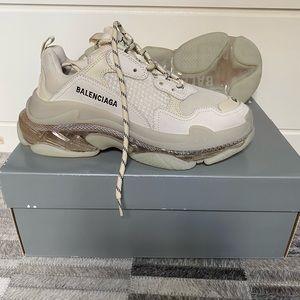 NWT Balenciaga Triple S Sneakers